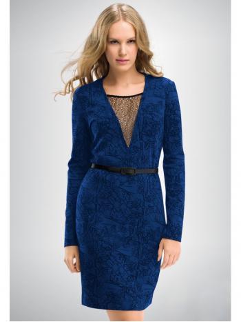 Платье Pelican FDF 614/1Платье Pelican FDF6141. Оригинальное платье из плотной ткани с принтом, напоминающим кружево. Спереди глубокий соблазнительный V&amp;ndash;образный вырез с кружевной вставкой. В комплекте пояс из искусственной кожи.<br>