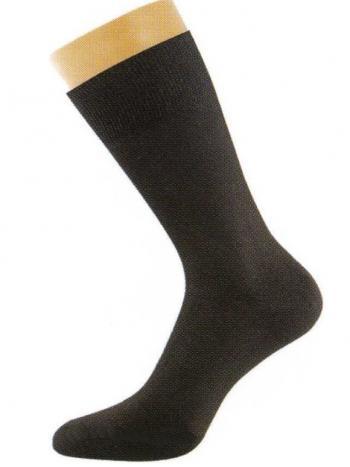 Носки Griff A 1Всесезонные носки Griff A 1. Классическая модель мужских носков с широкой резинкой и удлиненным паголенком. Модель идеально облегает ногу, не передавливая кожу. В носках усиленные пятка и мысок.<br>